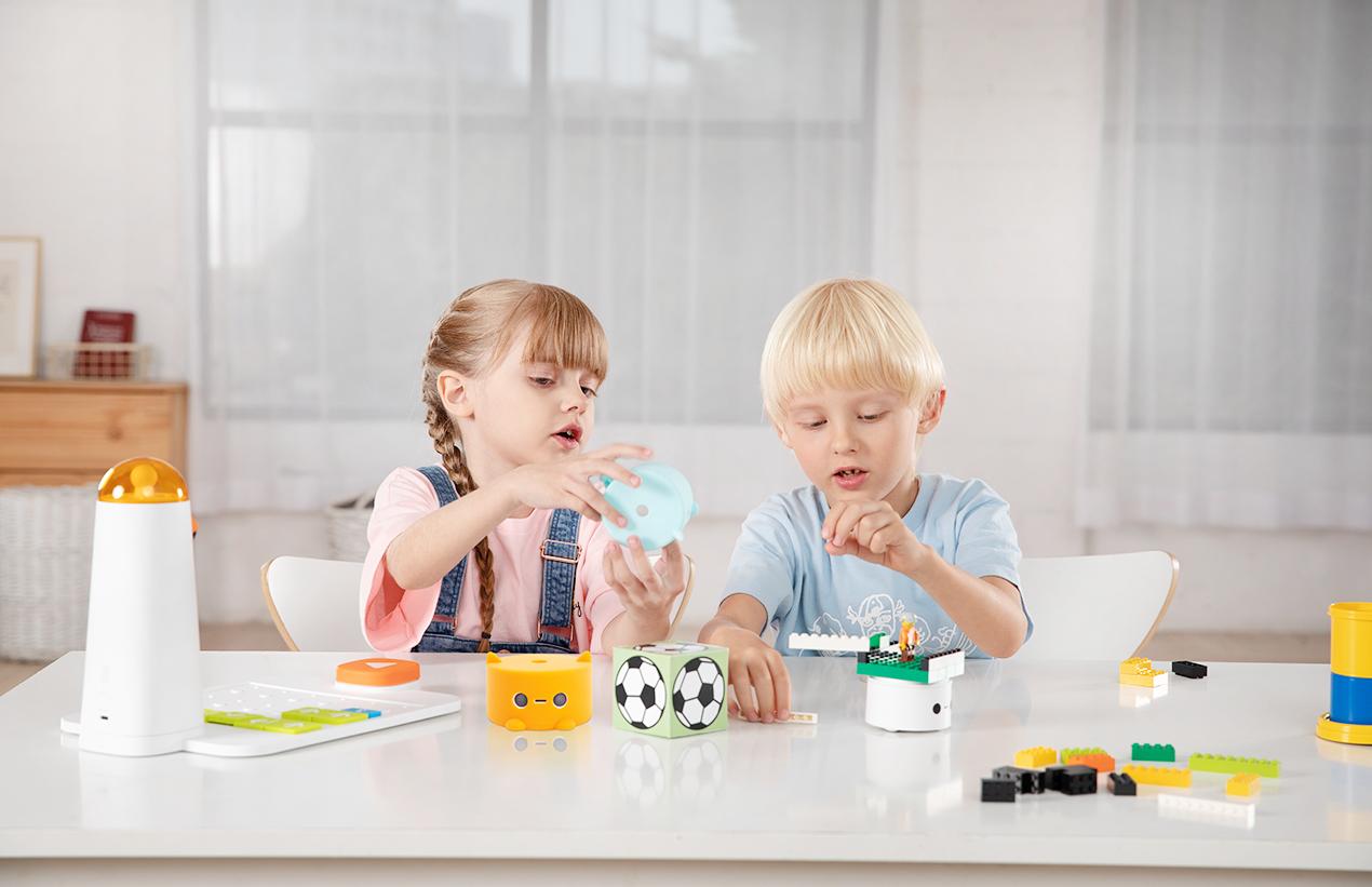 Kids playing Programming Kit - STEM Toys - Matatalab