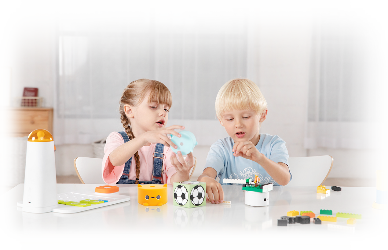 Kids playing Programming Kit - STEM Toys - Matatalab
